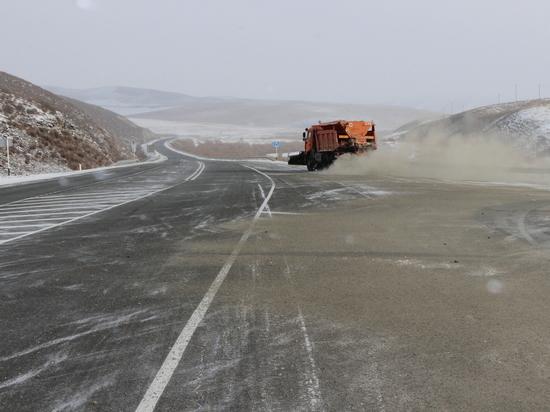 Спецтехника вышла на трассы в Забайкалье для уборки снега