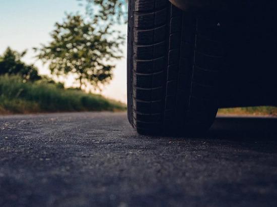 Отвалившиеся на ходу колеса грузового авто травмировали пешехода