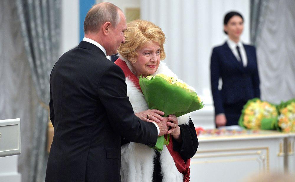 Доронина, Ширвиндт, Роднина: Путин наградил деятелей культуры и спорта