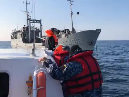 СМИ узнали, что в действительности Россия сняла с украинских кораблей