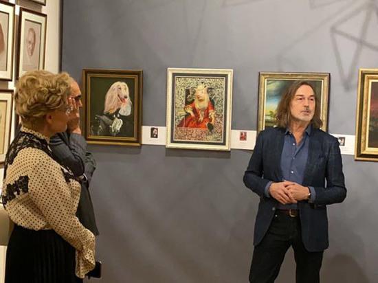 Никас Сафронов показал пострадавшие в потопе картины