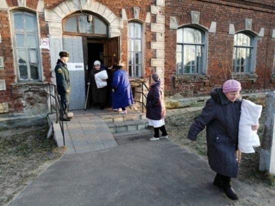 С костылями на выход: в костромской больнице МЧС провели учения по эвакуации при пожаре
