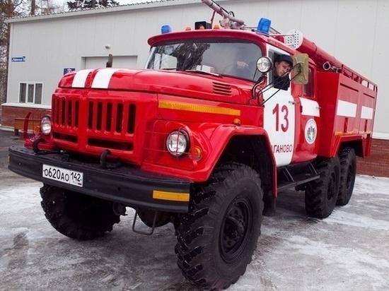 В ночом пожаре на СТО в Новокузнецке пострадали два человека