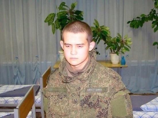 """Расстрелявший сослуживцев срочник извинился за то, что """"в суете зацепил"""" ее сына"""