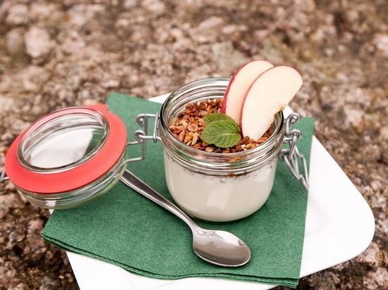 Медики назвали побочные эффекты от употребления йогуртов