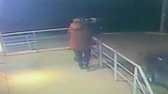 Момент нападения мужчины на бывшую жену в Москве попал на видео