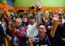На выборах в советы округов Гонконга продемократические силы получили абсолютное большинство голосов, сообщают китайские СМИ