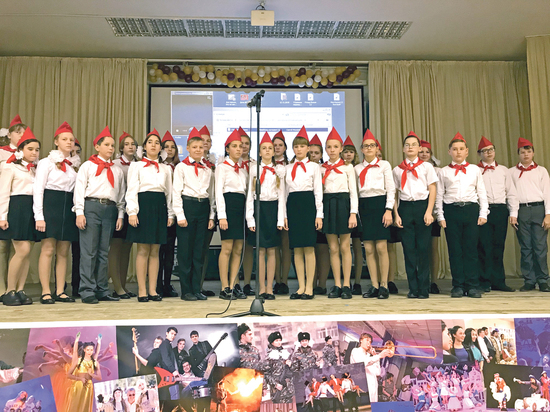 Новосибирские школьники отметили 102-ю годовщину революции