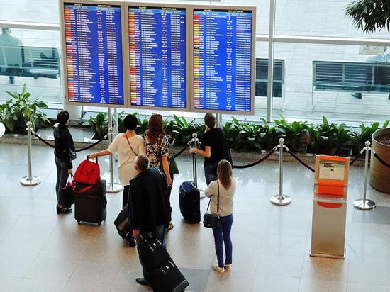 Большинство молодых россиян мечтает об эмиграции, показал опрос