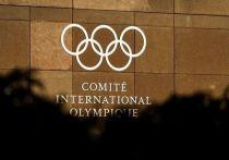 Международный олимпийский комитет выпустил официальное заявление в связи с новым допинговым скандалом в российском спорте. Неожиданно для многих это заявление выдержано в очень умеренном тоне: МОК готов наказывать, но не всех сразу и не самостоятельно.