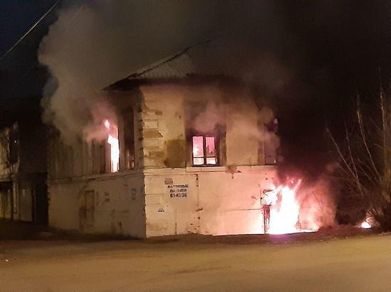 Не законсервировали: в центре Оренбурга сгорел расселенный дом