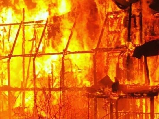 В Бурятии из-за короткого замыкания сгорели машина, котельная и летняя кухня