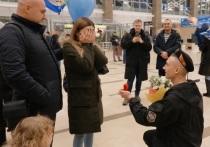 Дембель сделал предложение своей девушке в красноярском аэропорту