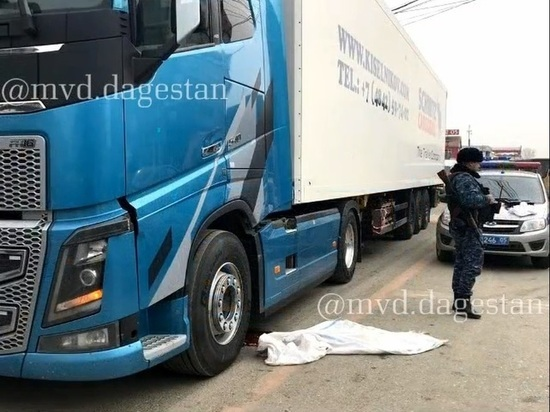В Хасавюрте грузовик насмерть сбил школьника