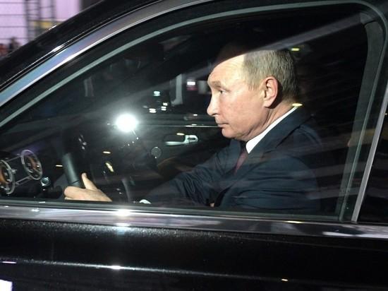 Путин на лимузине Aurus открыл новую трассу Москва - Петербург
