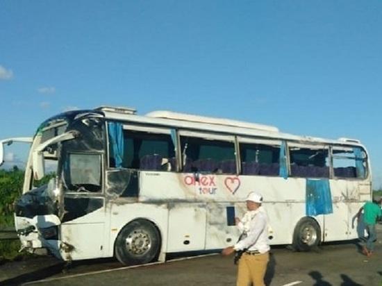 В ДТП с автобусом в Доминикане в годовщину отношений разбились молодожены