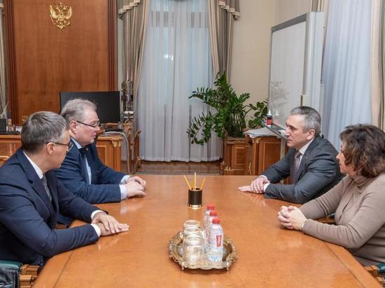 Александр Моор провел встречу с Алексеем Боровковым