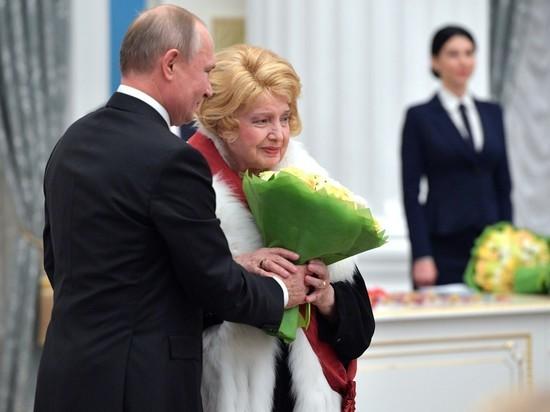 После встречи Дорониной с Путиным раздрай во МХАТе усилился