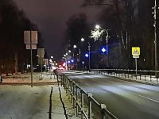 Архангельск увешивают снеговиками-гитаристами, кокошниками и колокольчиками