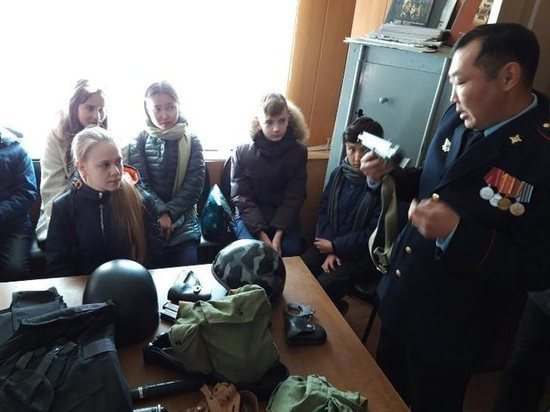 Росгвардейцы Бурятии провели урок мужества в школе Гусиноозерска