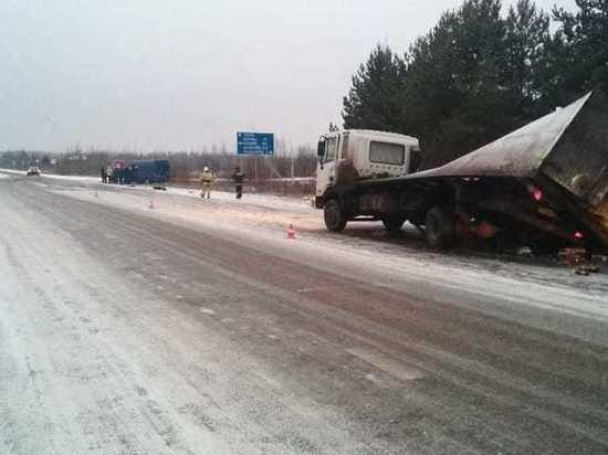 Шесть человек получили травмы в ДТП с пассажирским автобусом в Тверской области
