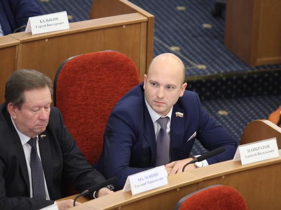 Депутаты ЛДПР озвучили свою позицию по ключевым вопросам повестки дня заседания Заксоба