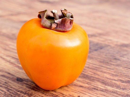 Диетолог рассказала об опасности поедания хурмы