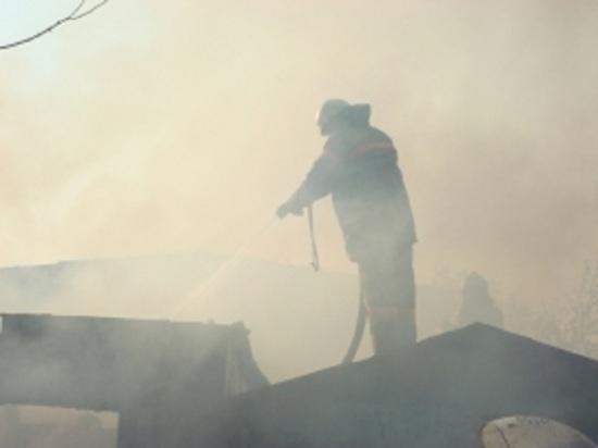 Пожар средь бела дня: в Костромской области огонь уничтожил двухэтажный жилой дом