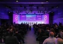 В этом году Форум посетили более 1000 участников, на дискуссиях и круглых столах выступили более 50 представителей власти и топ-менеджмента от бизнеса