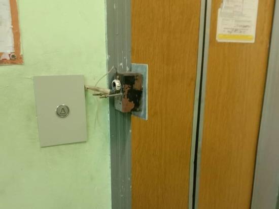 В Люберцах обнаружили лифты с двумя кнопками вызова