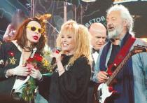 Юбилейный вечер послучаю 50-летия «исторической» рок-группы «Цветы», одной изпервых вСоветском Союзе, превратился усилиями ифантазией ее бессменного «главы» Стаса Намина вискрометный музыкальный фестиваль иформенный рок-саммит