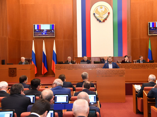 Депутат фракции КПРФ Марат Асланов удивил присутствующих на очередной сессии НС депутатов и чиновников достаточно резкими заявлениями