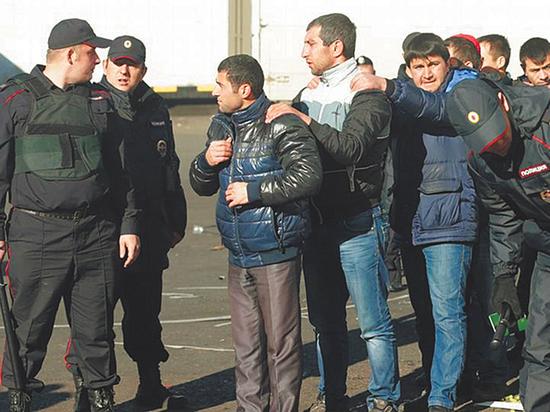 Незаконные мигранты по два года бездельничают в спецприемниках, ожидая выдворения