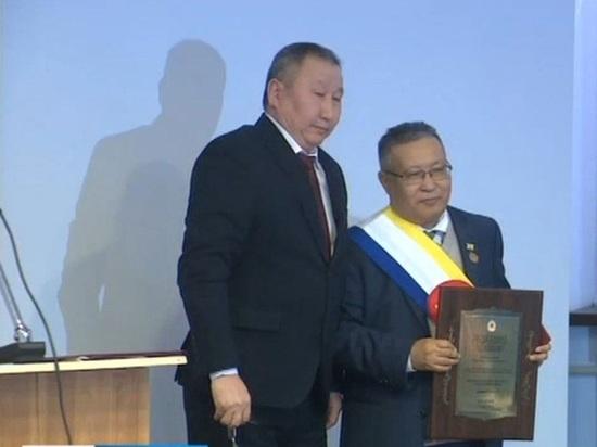 Народный поэт стал почетным гражданином Калмыкии