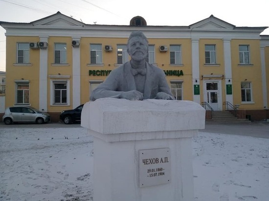 В Республиканской больнице Бурятии бюст наркома Семашко превратился в Чехова