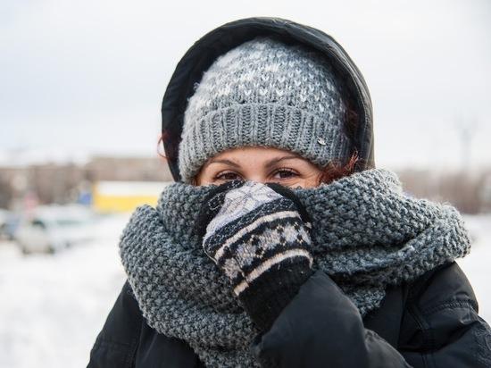 Жители Волгограда закупаются к зиме шапками и перчатками
