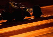 """В воскресенье в Абу-Даби состоится последняя в сезоне гонка """"Формулы-1"""". Хотя чемпион мира уже известен, но у многих пилотов есть свои задачи на этот уик-энд: Хэмилтон постарается увеличить рекорд, Ферстаппен - сохранить третье место в общем зачете, а Даниилу Квяту нужно показать себя в лучшем свете."""
