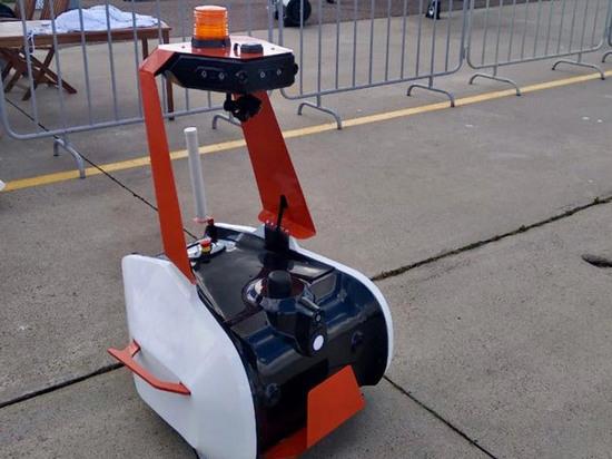 Представлен чудо-робот, который заменит охранников в аэропорту