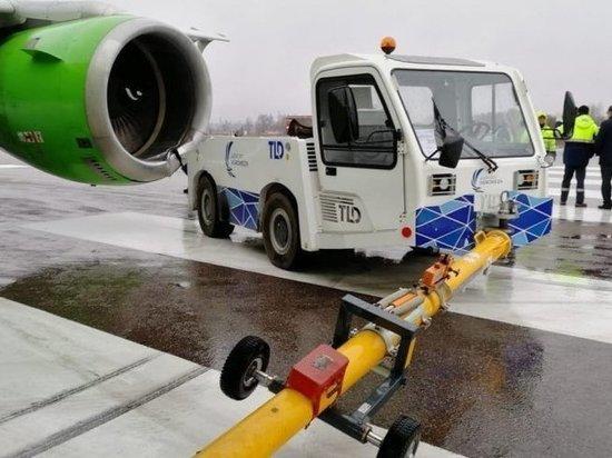 В самолет с воронежским губернатором на борту врезался тягач