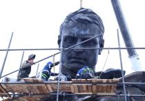 Солдат вернулся: фигуру бойца Ржевского мемориала начали собирать с головы