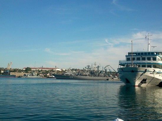 Британия задержала корабль с моряками из Крыма