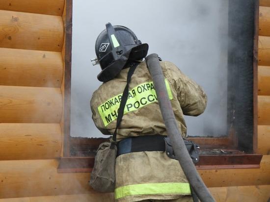 Камчатские огнеборцы ликвидировали пожар в двух дачных домах
