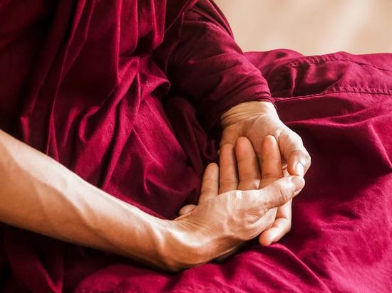 Названы способы, как распознать рак легких по рукам