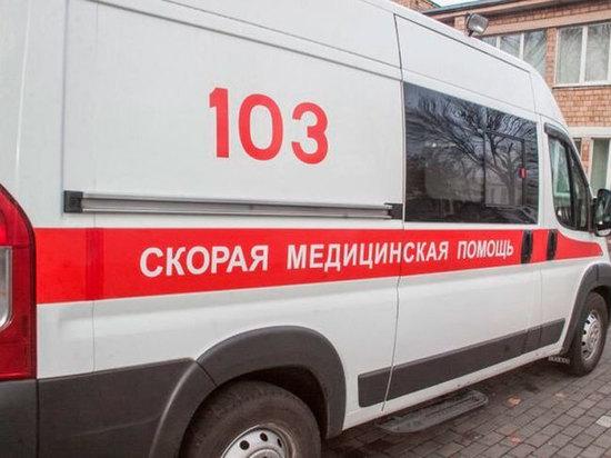 Спасатели работают на месте ДТП с автобусом около Сретенска