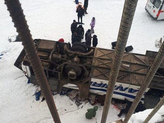 В упавшем с моста автобусе в Забайкалье погибли 19 человек