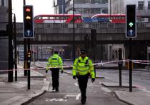 В пятницу днем, 29 ноября, вблизи известной туристической достопримечательности столицы Великобритании Лондонского моста 28-летний житель графства Стаффордшир Усман Хан напал с ножом на прохожих