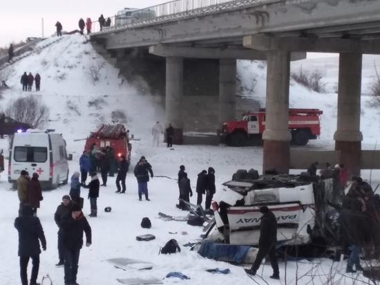 Ответственный за перевозки рассказал о причинах катастрофы автобуса в Забайкалье