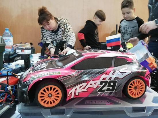 Команда Ноябрьска победила в соревнованиях по автомодельному спорту