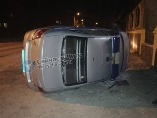 Росгвардия задержала 11 человек, перевернувших ведомственную машину в Чите