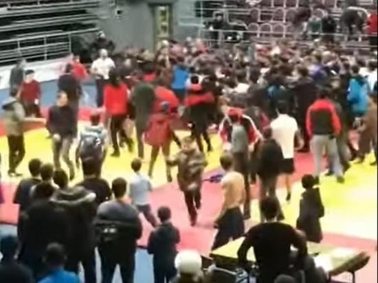 Федерация самбо проверит законность перешедшего в драку турнира в Ингушетии